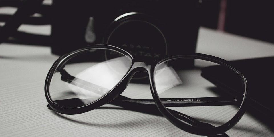 glasses-472027_960_720.